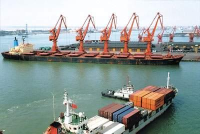 津港航道通过的吃水最深的船舶.它标志着天津港十万吨级航道一期工图片